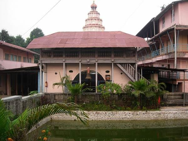 Houses in Jambhulpada - airbnb.com